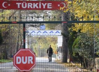 American Islamic State suspect 'stranded on Turkey border'